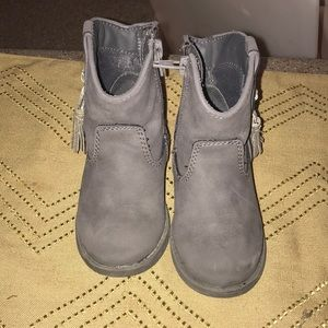 Other - Girls size 7 gray leather boots